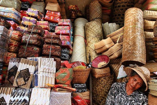 Индонезия что привезти в подарок 78